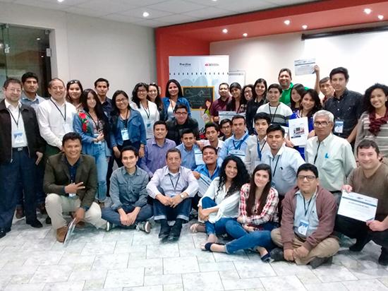 Equipos de voluntarios y voluntarias de la Escuela Anticorrupción del Norte